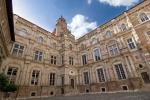 1024px-Hôtel_d'Assézat,_toulouse_(single_shot).jpg